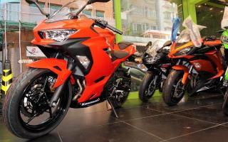 川崎2020款Ninja400到店实拍 新增红色你喜欢吗?