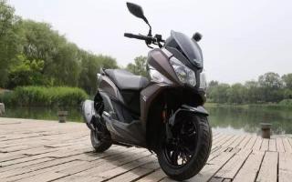 三款高端踏板车,配博世ABS系统,动力充沛