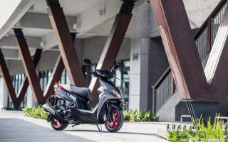 入门踏板摩托也玩运动,光阳RacingS150踏板摩托,动力强配置多