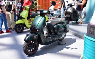 龙嘉复古踏板Sixties 300i重庆摩展上市