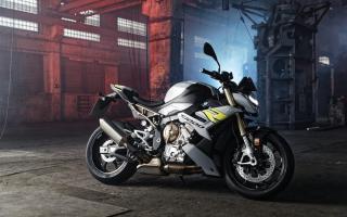 2021 宝马BMW S1000R发表:德系战斗街车挥别大小眼,完整电控科技大进化!