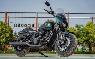 V型双缸、手环钥匙,国产900cc新车亮相:外观霸气,售价5.38万!