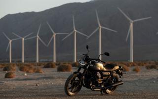 【原创翻译】试驾摩托古兹(Moto Guzzi)2021款V7 Stone
