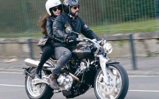 帅就完事了,小众摩托车品牌推新款Lawrence,水冷V型双缸102马力