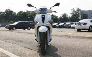 增1Kw、加ASR:2021款Piaggio Medley,自由城市间的通勤新主张