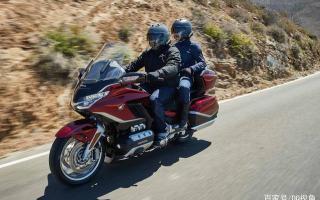 水冷六缸豪华休旅摩托,本田金翼2021DCT版本,升级舒适性