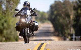 双缸水冷旅行摩托,机械三大件性能出众,但电控系统只有ABS
