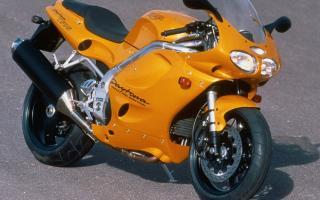 公升级三缸跑车再现?凯旋Triumph「Speed Triple 1200RR」
