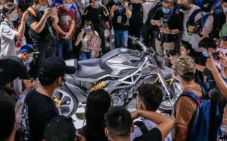 外观如异兽,解读赛科龙1000cc巡航车:马力113匹,后轮单摇臂