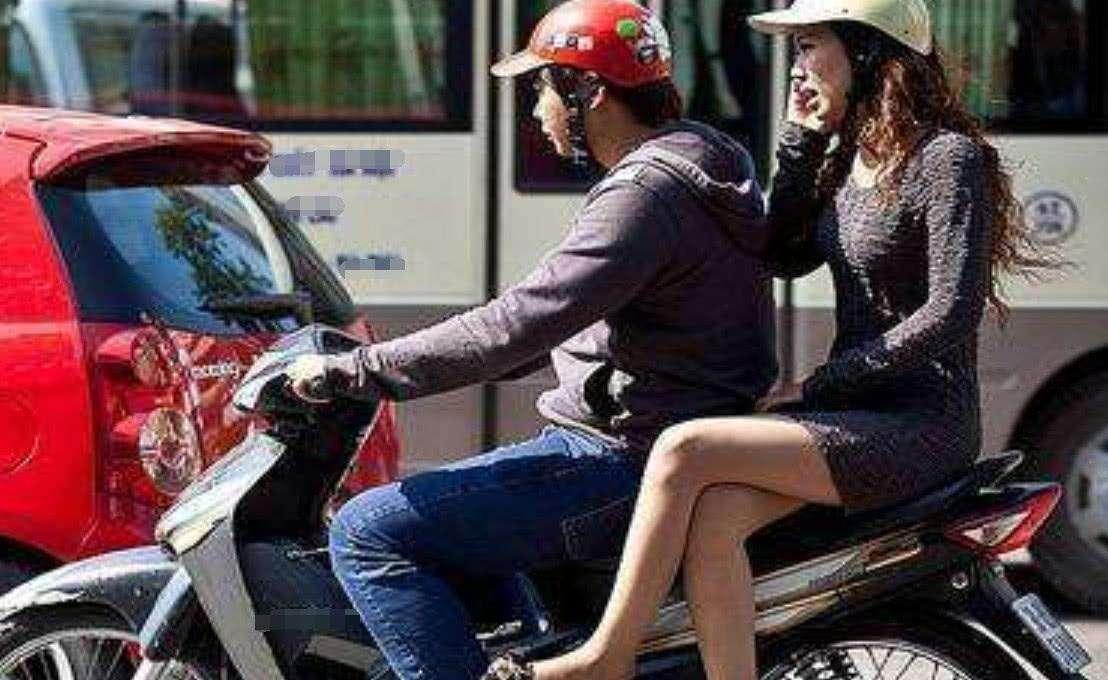 骑摩托车搭载女孩子,虽然她们喜欢侧坐,但却不合法和不安全! -第3张图片-春风行摩托车之家
