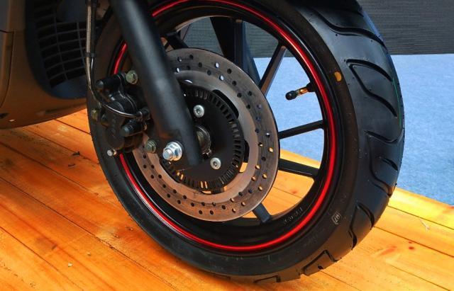 龙嘉两款300水冷踏板,运动与复古,ABS大座桶9L油箱,你喜欢吗?-第6张图片-春风行摩托车之家