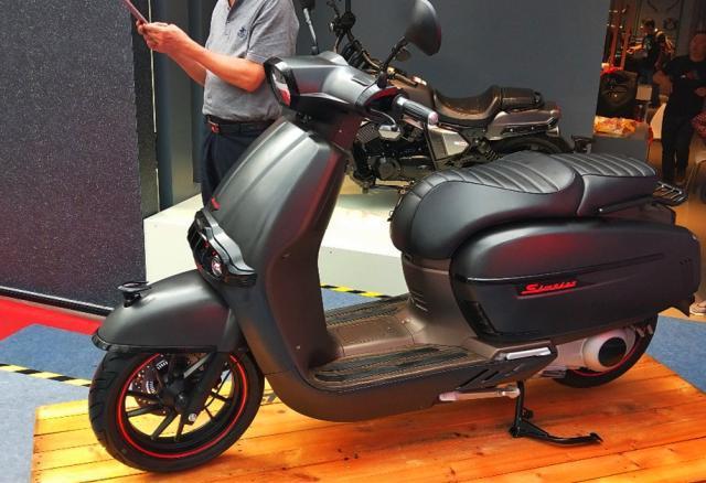 龙嘉两款300水冷踏板,运动与复古,ABS大座桶9L油箱,你喜欢吗?-第4张图片-春风行摩托车之家