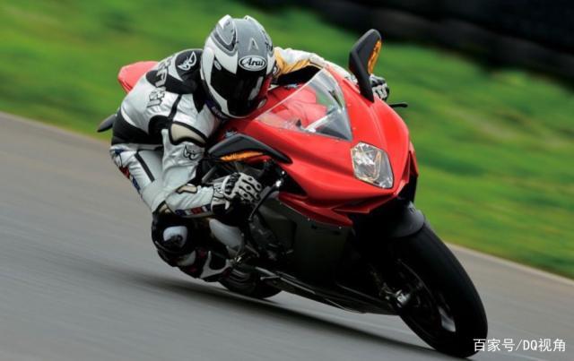 入门新手适合哪款中排量摩托,水冷四缸是标配,5款主流跑车选择-第9张图片-春风行摩托车之家