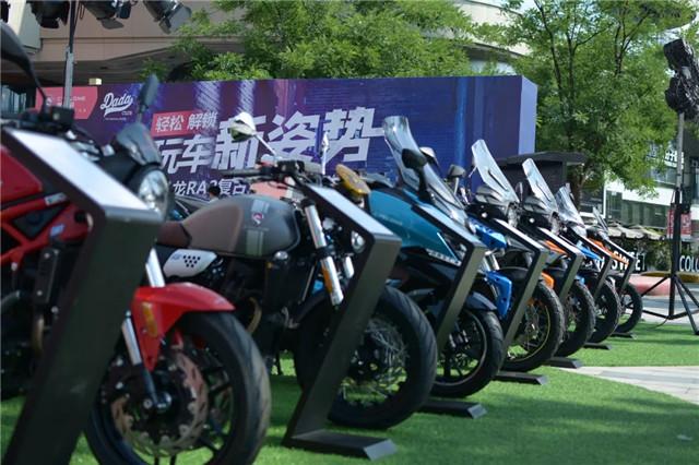 赛科龙复古运动巡航RA2 轻松解锁玩车新姿势-第2张图片-春风行摩托车之家
