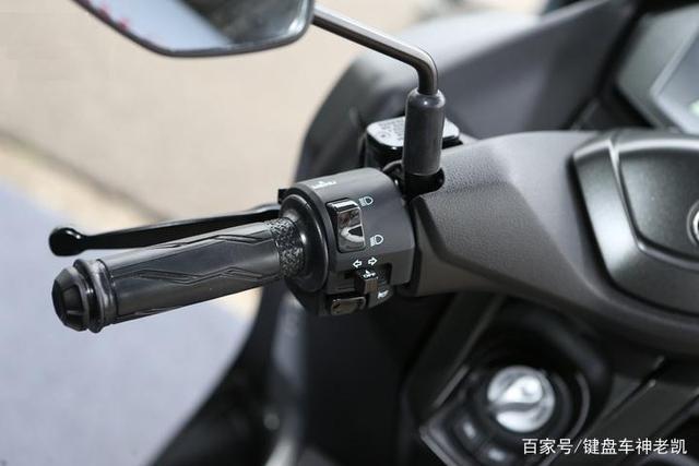国内即将上市的NMAX 155除了售价悬念,又多了简配谜团-第5张图片-春风行摩托车之家