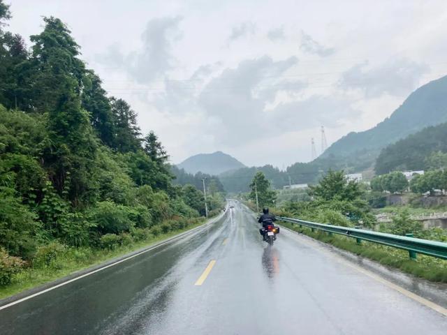 雨中穿黄山—CBF190X 1200公里摩游记2-第1张图片-春风行摩托车之家
