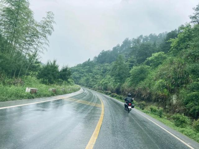 雨中穿黄山—CBF190X 1200公里摩游记2-第19张图片-春风行摩托车之家