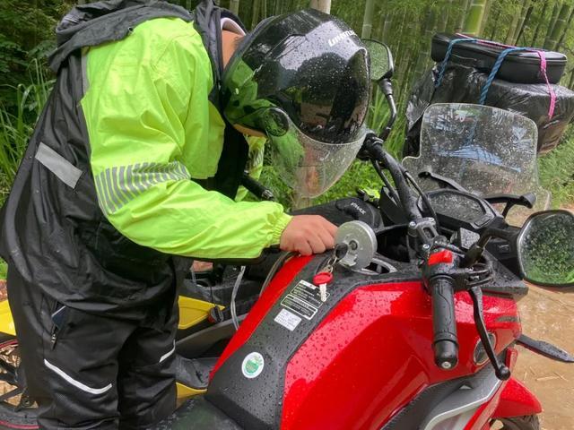 雨中穿黄山—CBF190X 1200公里摩游记2-第18张图片-春风行摩托车之家