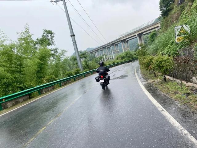 雨中穿黄山—CBF190X 1200公里摩游记2-第22张图片-春风行摩托车之家