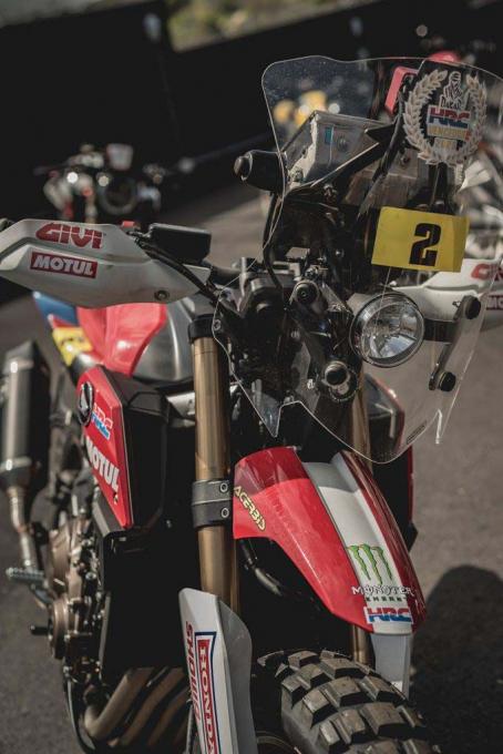 致敬达卡拉力赛!HONDA「CB650R」改装款-第2张图片-春风行摩托车之家