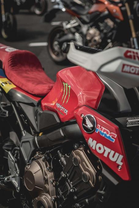 致敬达卡拉力赛!HONDA「CB650R」改装款-第3张图片-春风行摩托车之家
