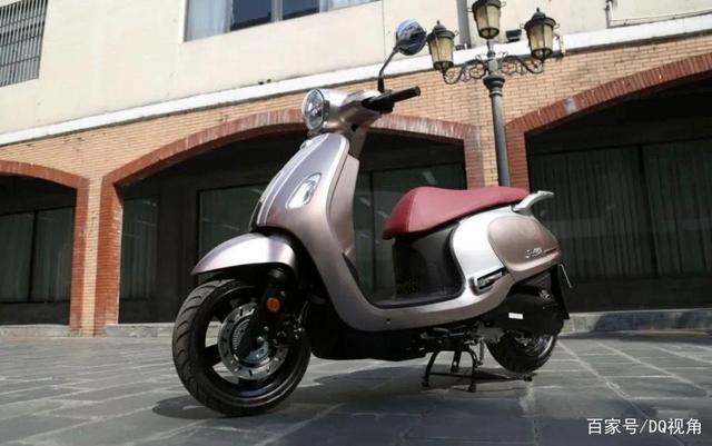 3款适合入门车友的小众摩托,踏板跨骑复古皆有,标配ABS-第1张图片-春风行摩托车之家