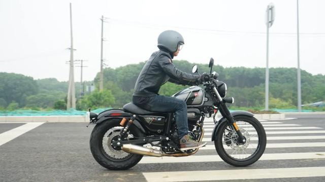 年轻又帅气、复古巡航—1.38万赛科龙RA2 静态测评-第5张图片-春风行摩托车之家