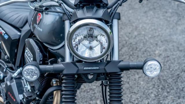 年轻又帅气、复古巡航—1.38万赛科龙RA2 静态测评-第16张图片-春风行摩托车之家