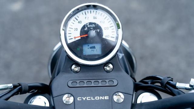年轻又帅气、复古巡航—1.38万赛科龙RA2 静态测评-第20张图片-春风行摩托车之家
