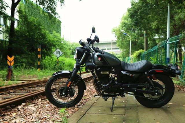 年轻又帅气、复古巡航—1.38万赛科龙RA2 静态测评-第24张图片-春风行摩托车之家