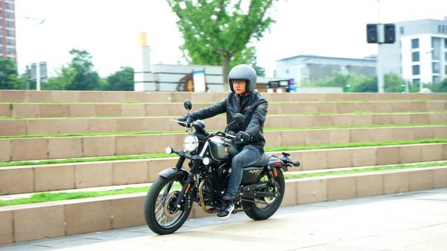 年轻又帅气、复古巡航—1.38万赛科龙RA2 静态测评-第22张图片-春风行摩托车之家