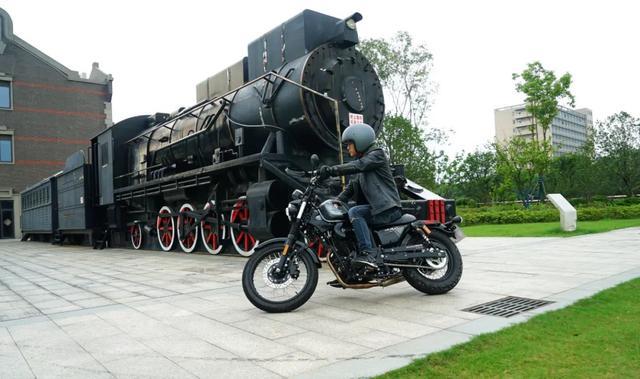 年轻又帅气、复古巡航—1.38万赛科龙RA2 静态测评-第26张图片-春风行摩托车之家