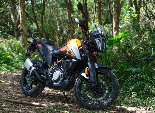 入门排量的神级ADV摩托,158kg车重44马力,KTM390adv详解-第1张图片-春风行摩托车之家