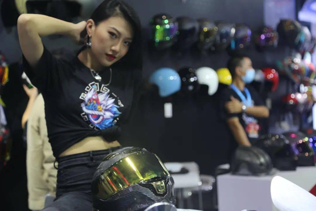 """如果让你头上顶着""""闪电""""骑车会不会很酷?这道""""闪电""""头盔不足3000元就可以买到-第1张图片-春风行摩托车之家"""