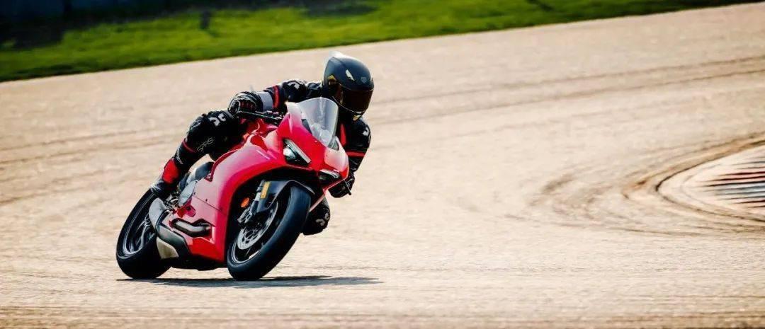 """如果让你头上顶着""""闪电""""骑车会不会很酷?这道""""闪电""""头盔不足3000元就可以买到-第18张图片-春风行摩托车之家"""