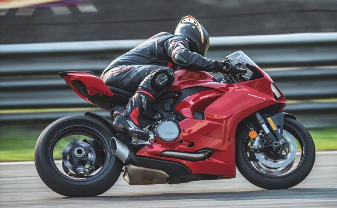 """如果让你头上顶着""""闪电""""骑车会不会很酷?这道""""闪电""""头盔不足3000元就可以买到-第19张图片-春风行摩托车之家"""