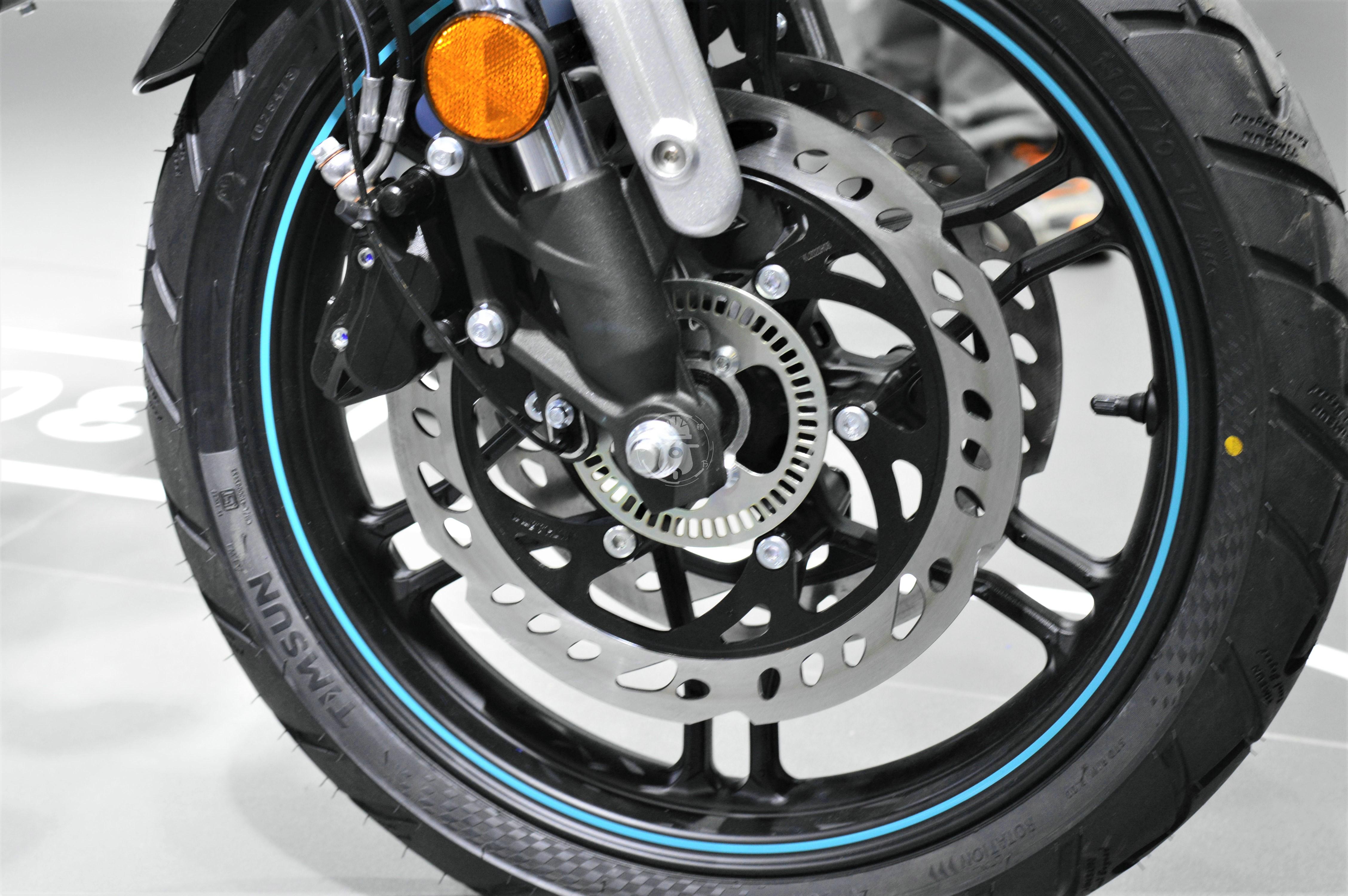无极300AC改款 更时尚精致 动力略有提升-第12张图片-春风行摩托车之家