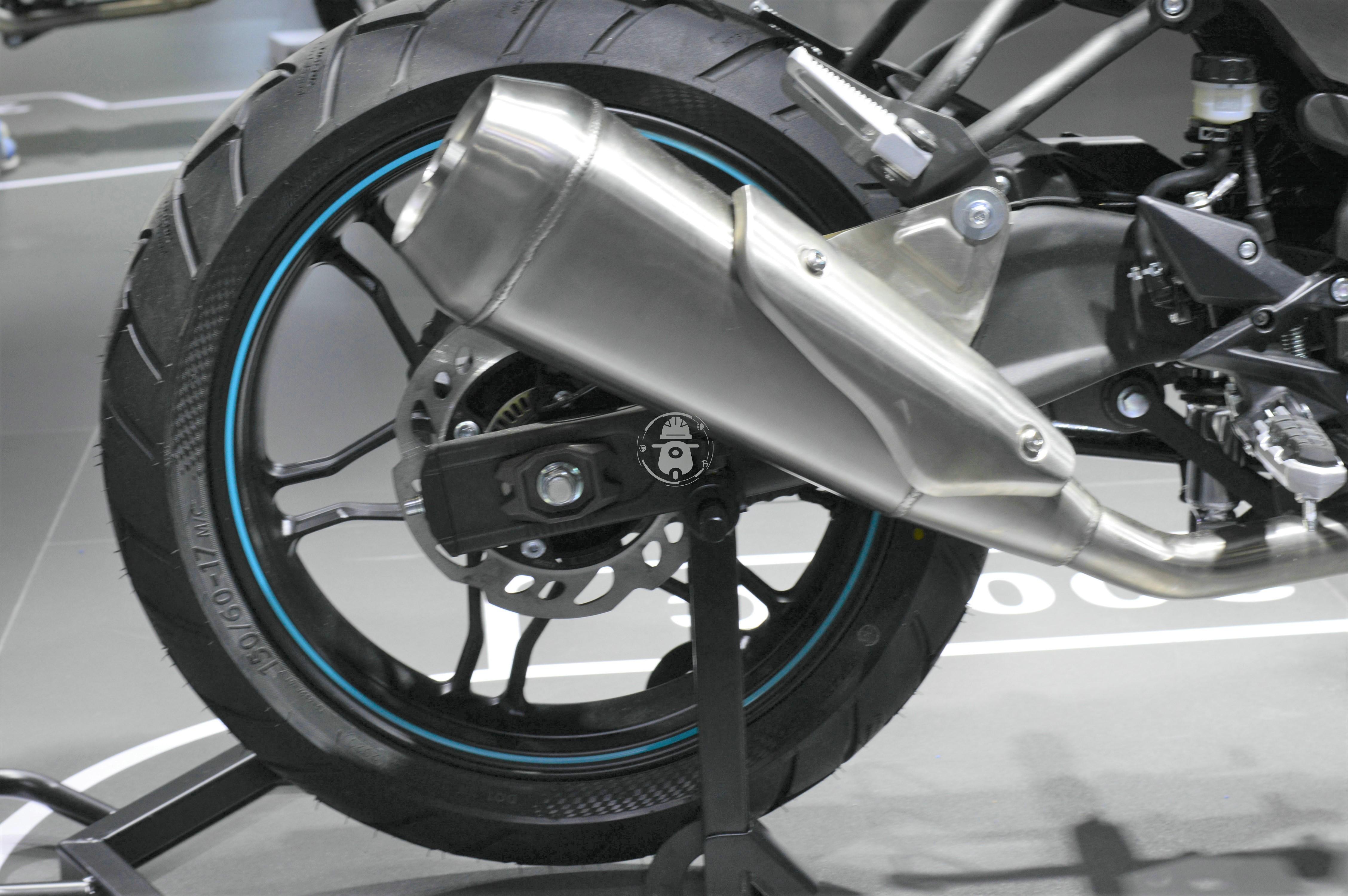 无极300AC改款 更时尚精致 动力略有提升-第13张图片-春风行摩托车之家