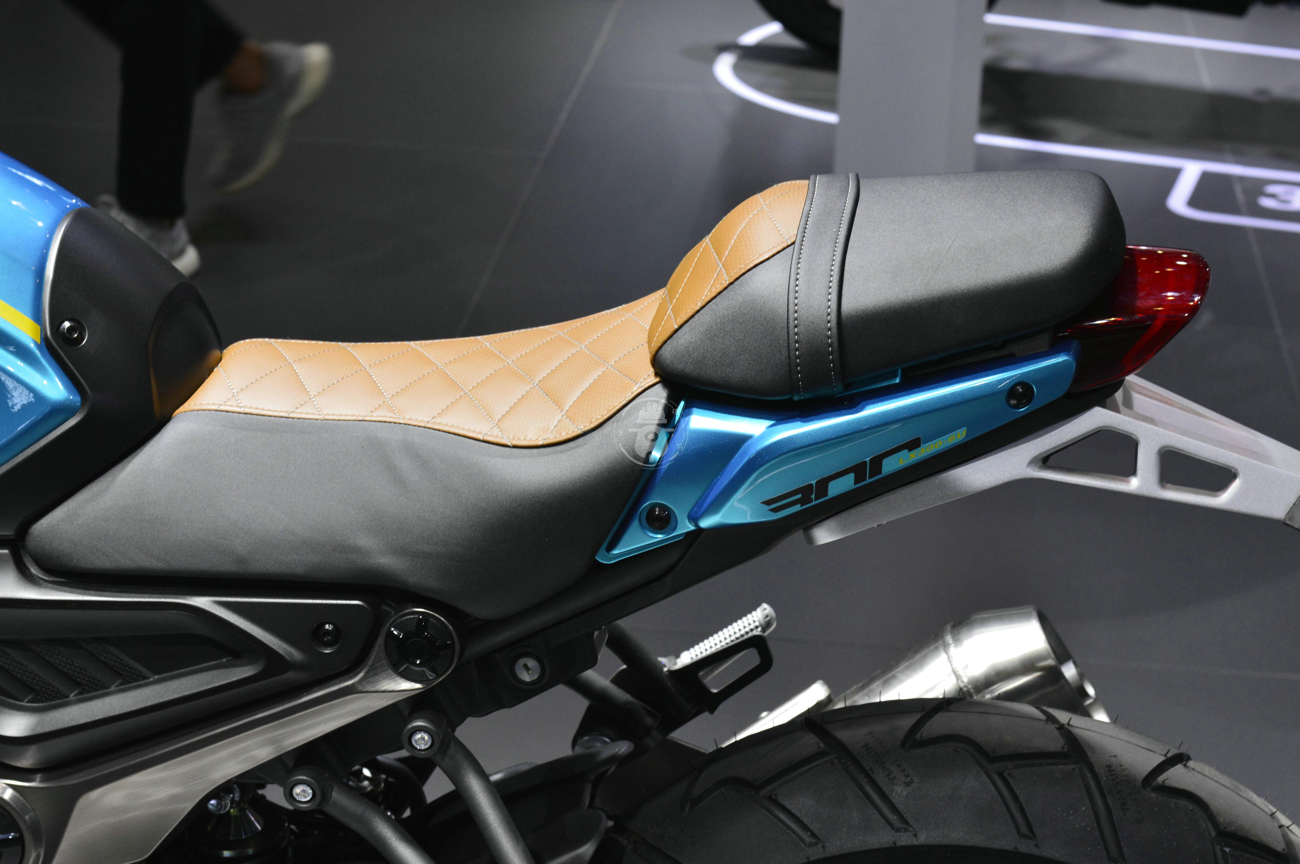 无极300AC改款 更时尚精致 动力略有提升-第15张图片-春风行摩托车之家