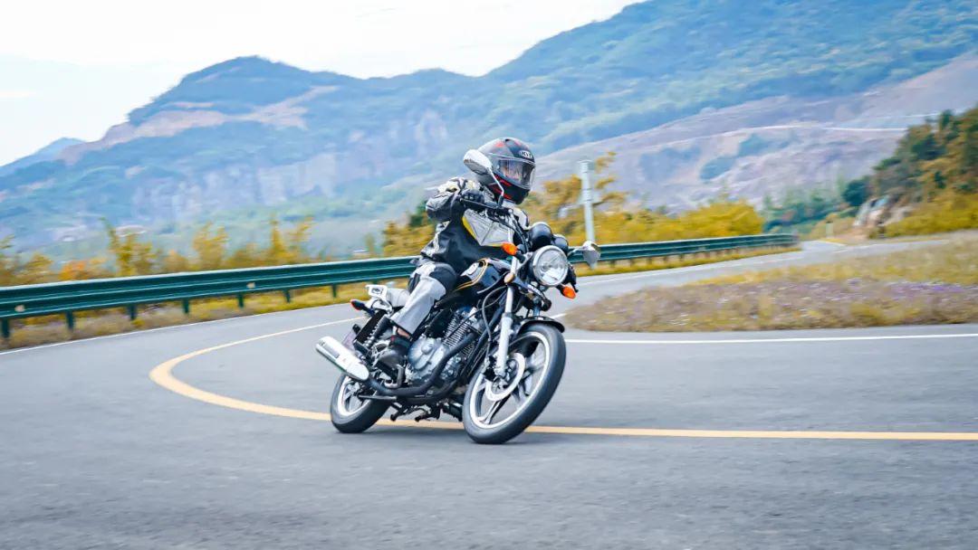 测评视频:看7980元起铃木悍道150,如何重新定义小太子?-第6张图片-春风行摩托车之家