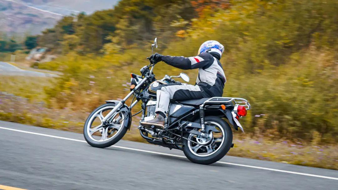 测评视频:看7980元起铃木悍道150,如何重新定义小太子?-第7张图片-春风行摩托车之家