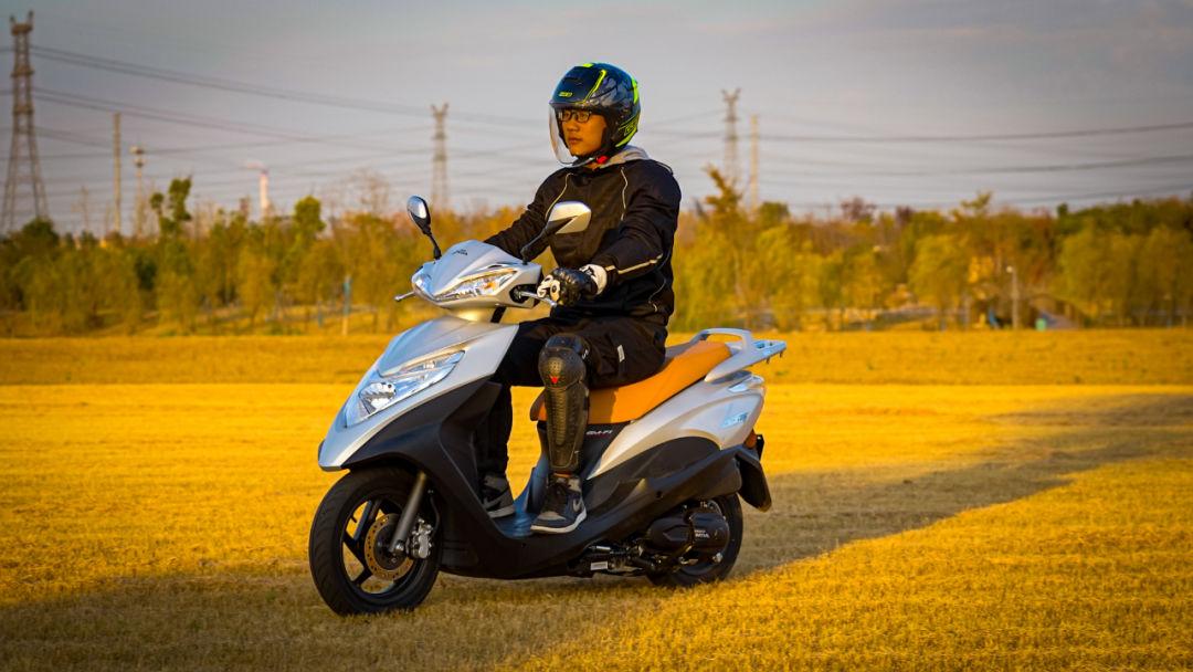 新大洲本田NS125T动态测评: 新款U 却只要NS的价格 时尚通勤小踏板-第4张图片-春风行摩托车之家