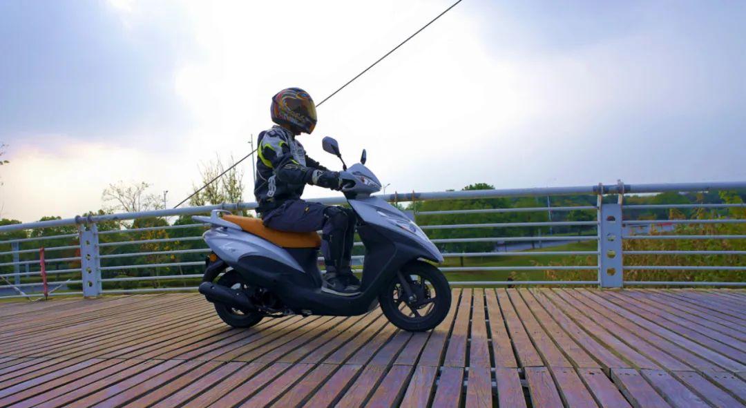 新大洲本田NS125T动态测评: 新款U 却只要NS的价格 时尚通勤小踏板-第1张图片-春风行摩托车之家