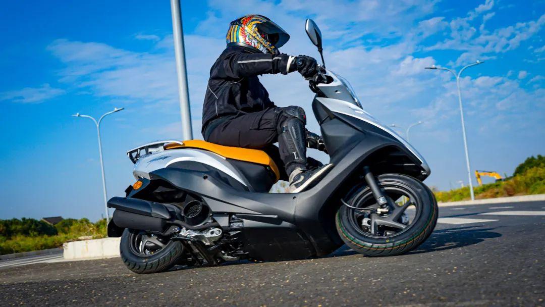 新大洲本田NS125T动态测评: 新款U 却只要NS的价格 时尚通勤小踏板-第10张图片-春风行摩托车之家