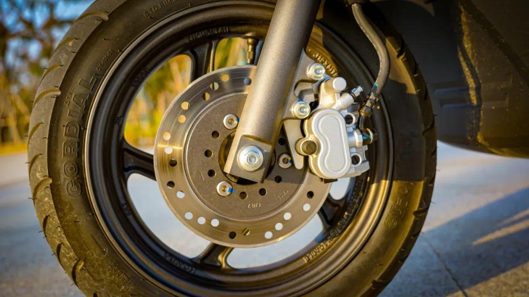 新大洲本田NS125T动态测评: 新款U 却只要NS的价格 时尚通勤小踏板-第8张图片-春风行摩托车之家