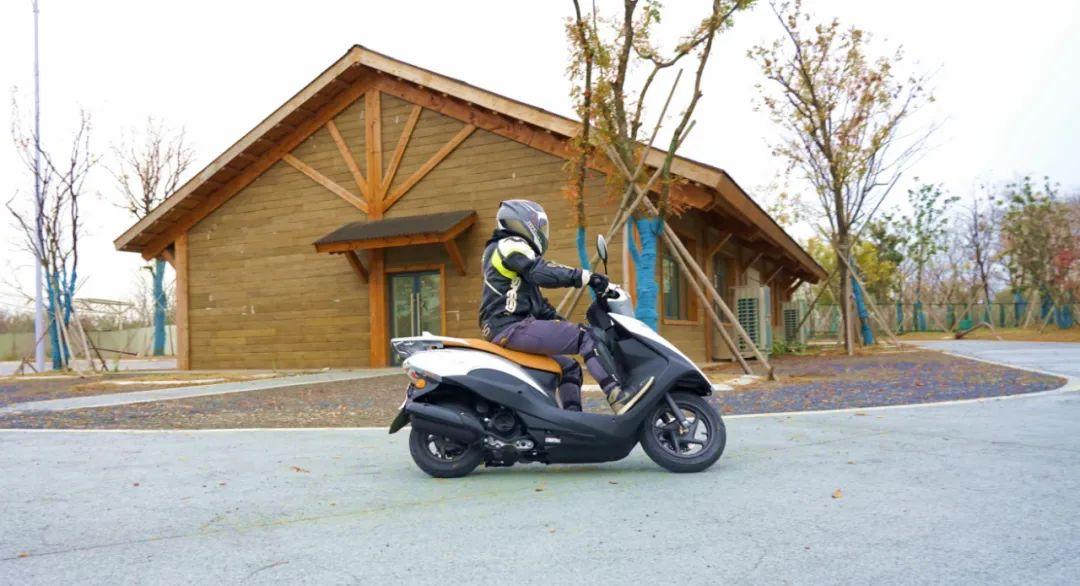 新大洲本田NS125T动态测评: 新款U 却只要NS的价格 时尚通勤小踏板-第19张图片-春风行摩托车之家
