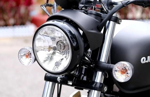 标配ABS、前后辐条轮!解析1.6万的QJ复古新车:双缸油冷250cc-第2张图片-春风行摩托车之家