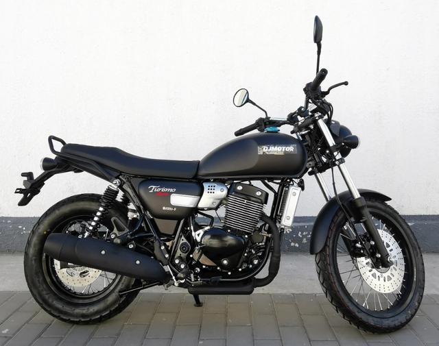 标配ABS、前后辐条轮!解析1.6万的QJ复古新车:双缸油冷250cc-第3张图片-春风行摩托车之家