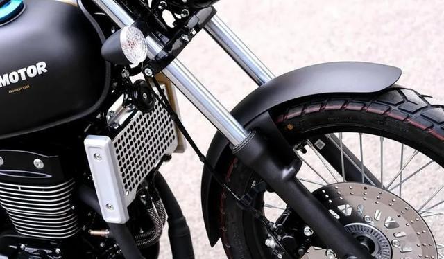 标配ABS、前后辐条轮!解析1.6万的QJ复古新车:双缸油冷250cc-第7张图片-春风行摩托车之家
