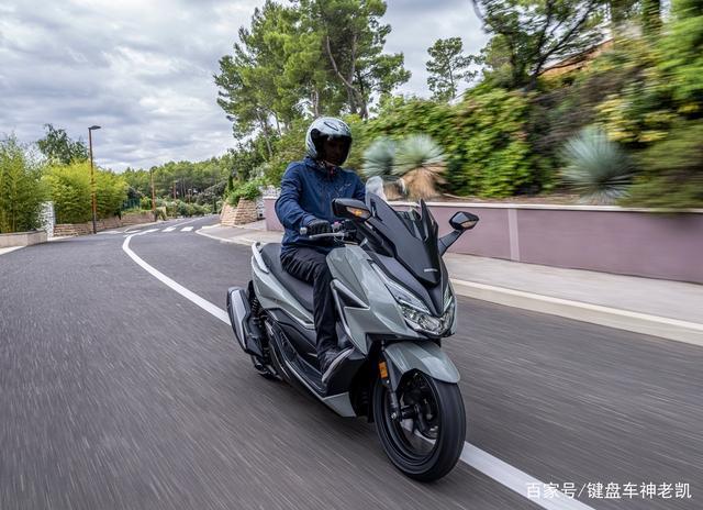 FORZA 350台湾上市,折合rmb约6.18w,内地售价预计和CB500F相仿-第6张图片-春风行摩托车之家